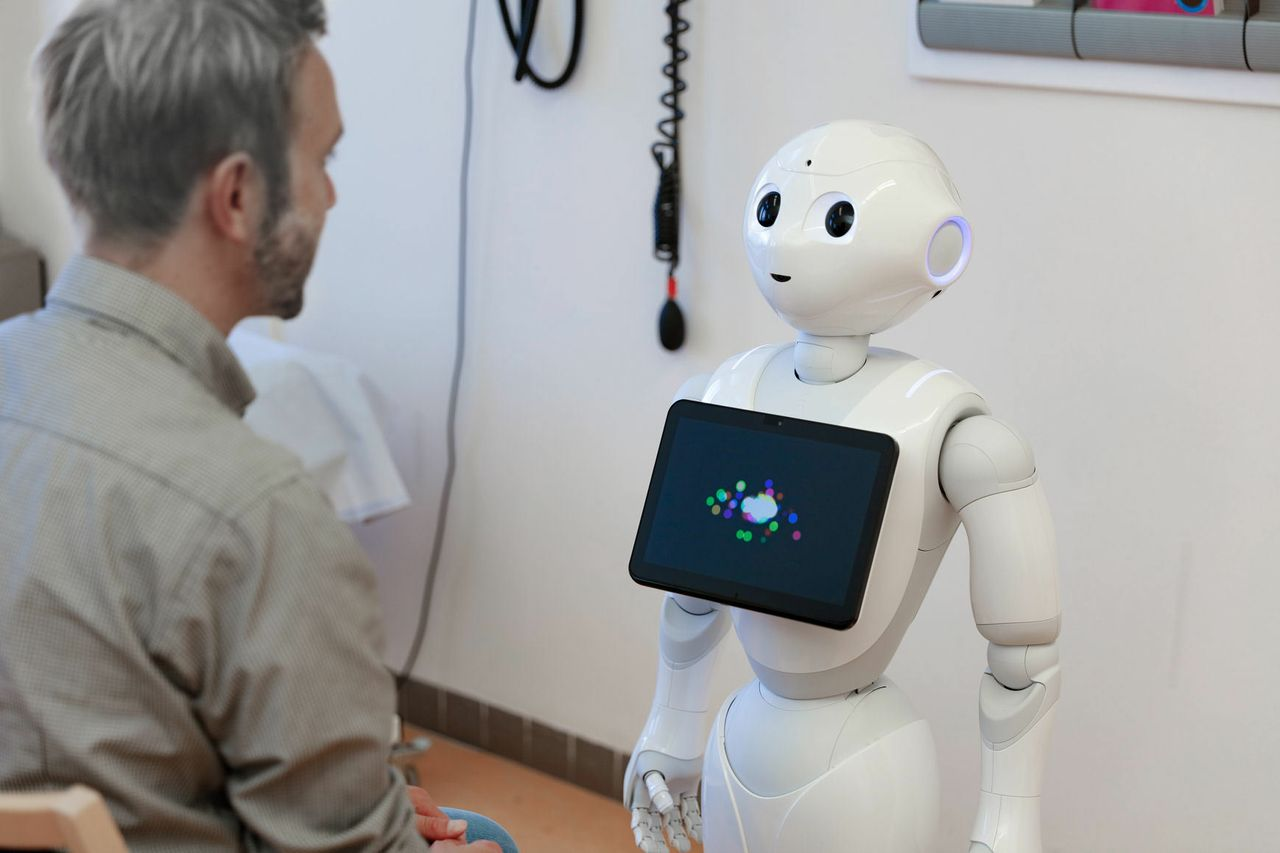 Robot for health data acquisition among older adults: a pilot